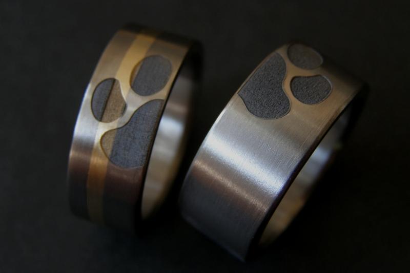 Hondenpoot ring met gouden band :)