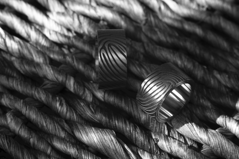 Zirkonium vingerafdruk ringen + Witgouden binnenzijde