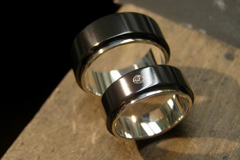 Zirkonium zwarte ringen met zilveren binnenzijde