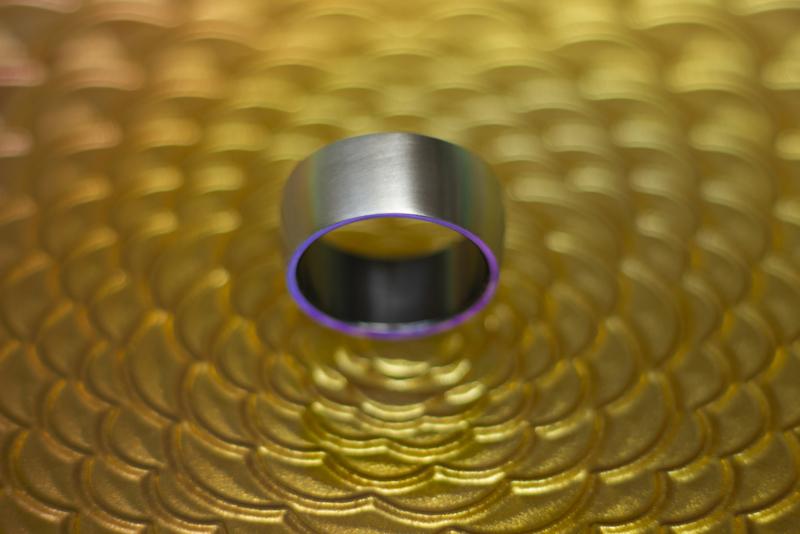 Blank metalen zirkonium design ring met zwarte binnenzijde