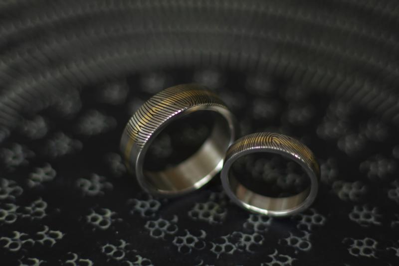 Titanium ringen met vingerafdruk en 14k geel gouden band