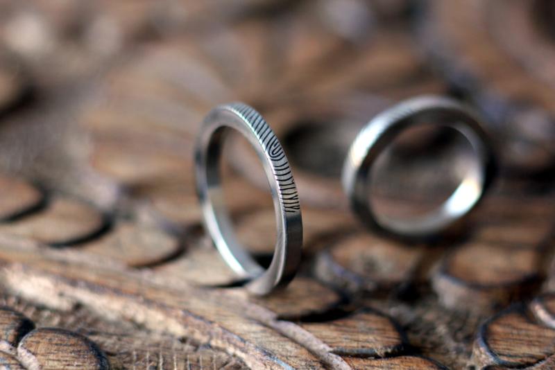 Smalle Titanium vingerafdruk ringen