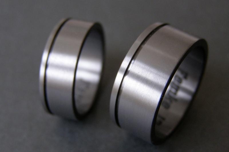 Zirkonium Zwarte ringen met groef.