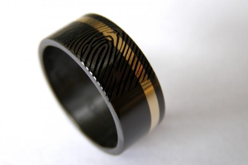 Zwarte zirkonium ringen met gouden band