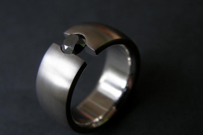 Titanium ring met zwarte diamant - open zetting