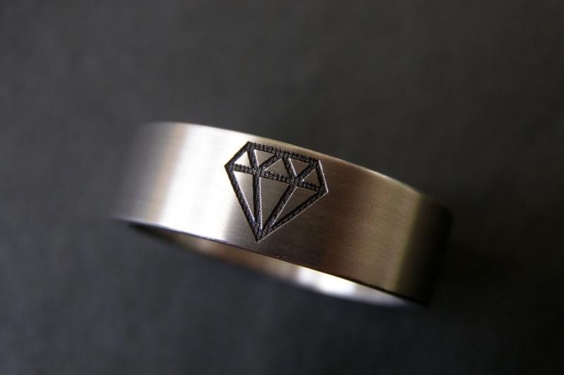 Titanium ring met Diamant