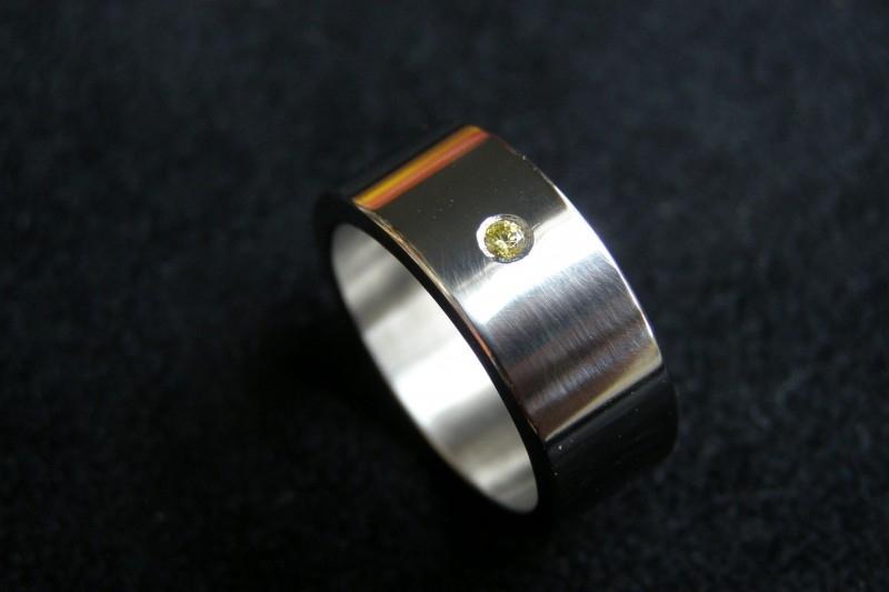 Titanium ring met gele diamant