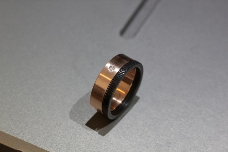 Rosé gouden ring met diamant en zirkonium zwarte vingerafdrukring