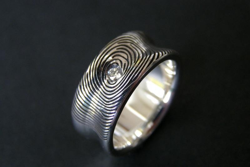 Zilveren vingerafdruk ring (hollend) met diamant