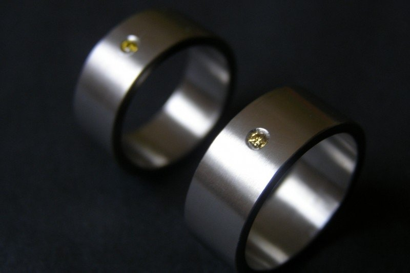 Zirkonium ring met gele diamant