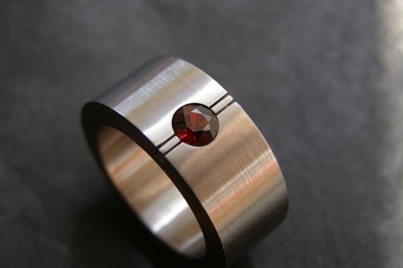 Titanium ring met Pyroop