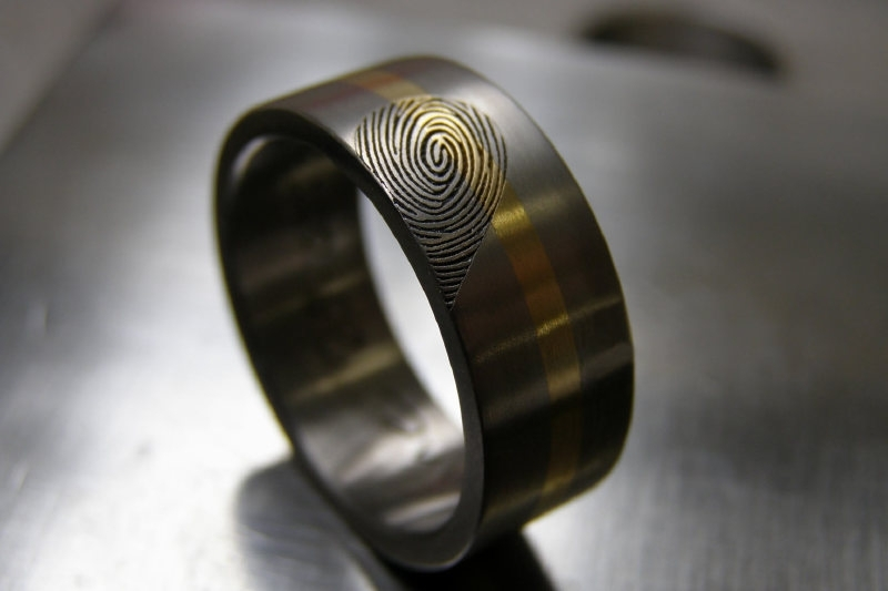 Titanium ring met gouden band