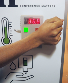 Hygiënestation met koortsscanner en dispenser in eigen huisstijl
