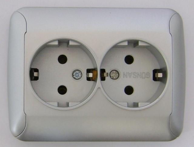 Dubbel geaard stopcontact /zilver  (compleet)