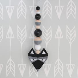 Hanger stoere wasbeer zwart-grijs
