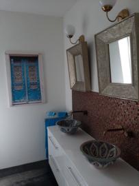 Marokkaanse waskommen in badkamer en toilet