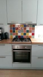 Kleurrijk mozaiek in de keuken