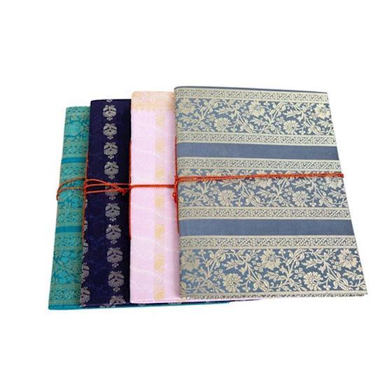Sari boek met koord - A4