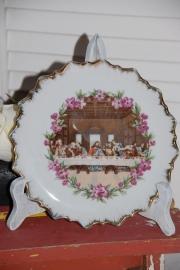 Brocant bordje met afbeelding van Het Laatste Avondmaal, op houten standaardje in whitewash