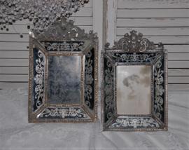 Twee brocante fotolijsten barokstijl