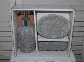 Mooie badkamerset van Clayre&Eef in licht grijs (nieuw)