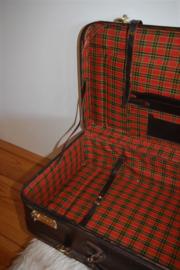 Brocante vintage koffer, donkerbruin leer met riemen en cijferslot