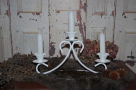 Brocante kandelaar voor drie kaarsen, wit