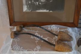 Set van twee antieke schoenspanners