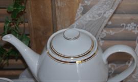 Prachtige brocante koffiepot met roomstel en 6 kop en schotels.