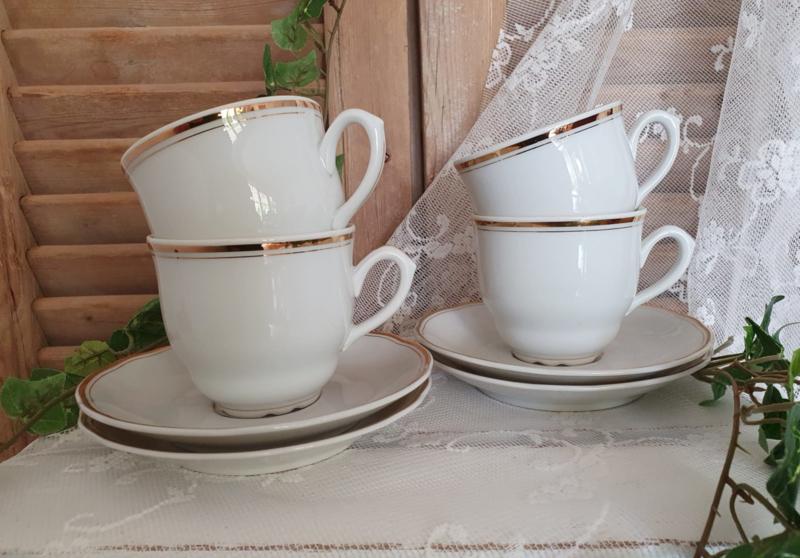 4 brocante kop en schotels, wit met goud randje
