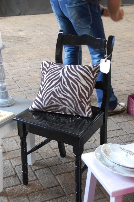 Kussentje met zebra-motief in zwart/zilvergrijs