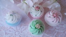 mooie kleine cup-cakejes in organza zakje