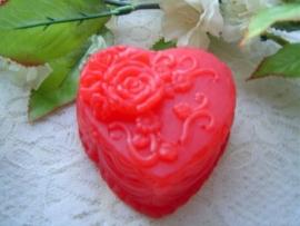 Prachtig dik bewerkt zeep hart met opgelegde roosjes.