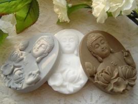 Boeddha met lotusbloemen