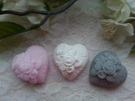 Hartjes met opgelegde roosjes en LOVE 3 st.
