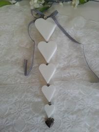 Zelf zeepketting maken 5 harten + bedel en metallook kralen