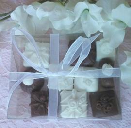 Doosje met 10 kleine chocolade bonbons