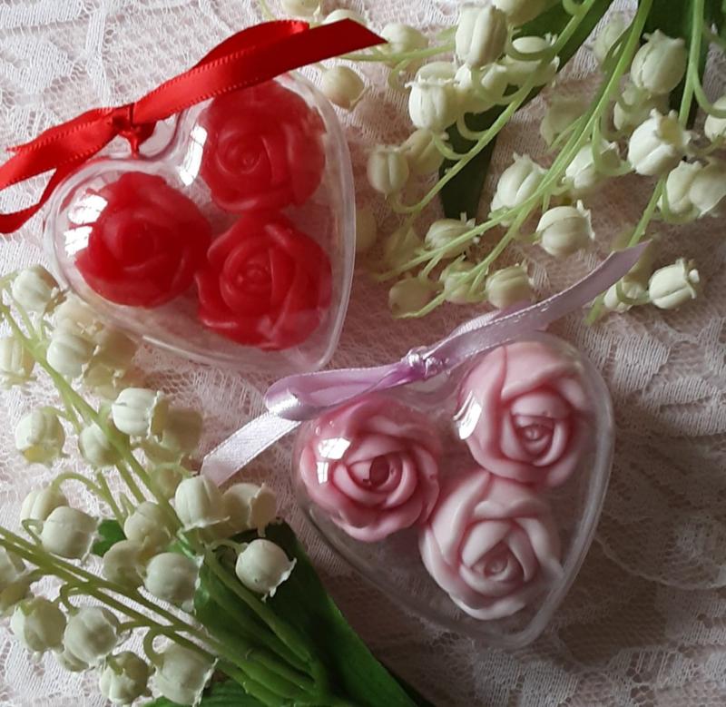 hartje gevuld met 3 roosjes