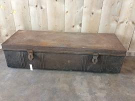 Oude kist metaal