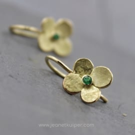 hortensiabloem oorhanger met smaragd