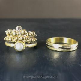 Geel- en witgoud, met parel en diamant