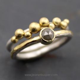combi balletjesring met grijze roosgeslepen diamant
