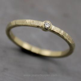 minimalistisch gehamerd met diamant