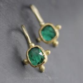 oorhangers met smaragd