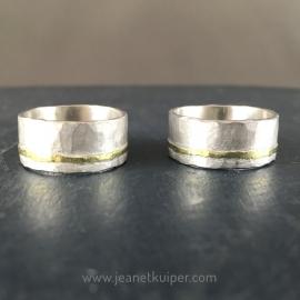 breed gehamerd zilver met een gouden bandje