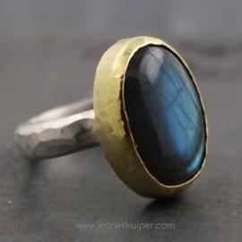 ring met ovale labradoriet