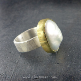 ring met barokke parel