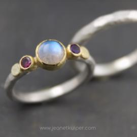 combinatie goud en zilver met maansteen en geboortestenen