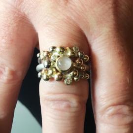 drie kleuren goud, rozenkwarts en diamant