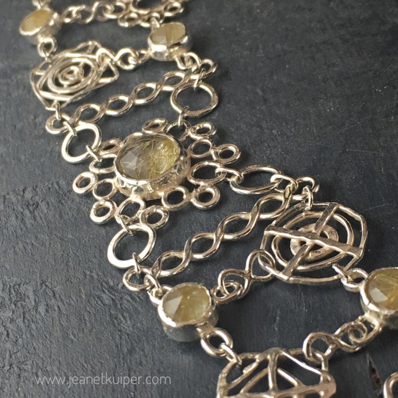 armband, collier en oorhangers  in zilver met rutielkwarts